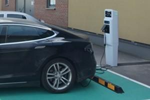 Elektra vietoje dyzelio ir dujų: ką rinksis sumanūs vairuotojai